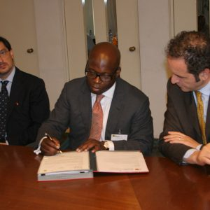 Wale-Tinubu-signs-OML-125-and-134-deal-with-Agip-Executives