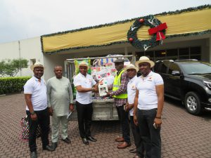 OANDO EMPLOYEES DONATE RELIEF MATERIALS TO FLOOD VICTIMS IN THE NIGER DELTA